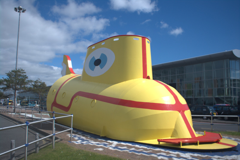 """The yellow Submarine"" ved John Lennon Liverpool Airport."